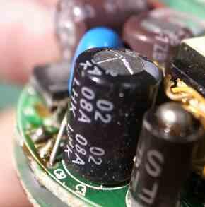 変色LED不良の原因コンデンサ