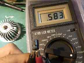 変色LED不良の原因コンデンサの容量を検査