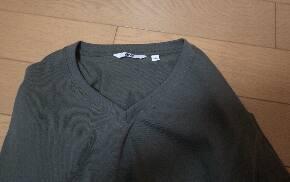 シャツの襟に付いたタグがかゆい